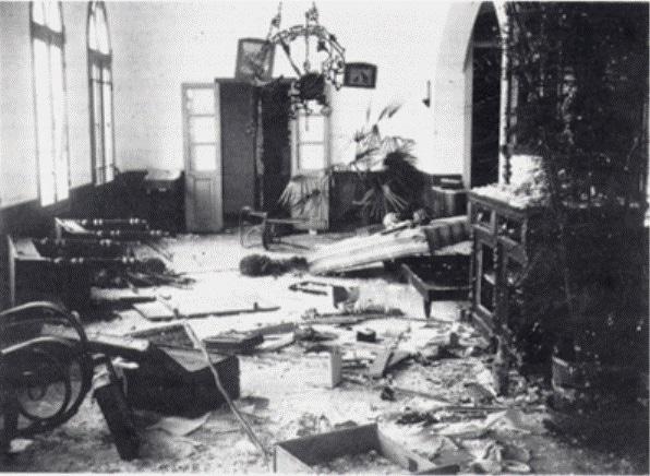 """נזק שנגרם באחד הבתים בחדרה במהלך פרעות תרפ""""א"""