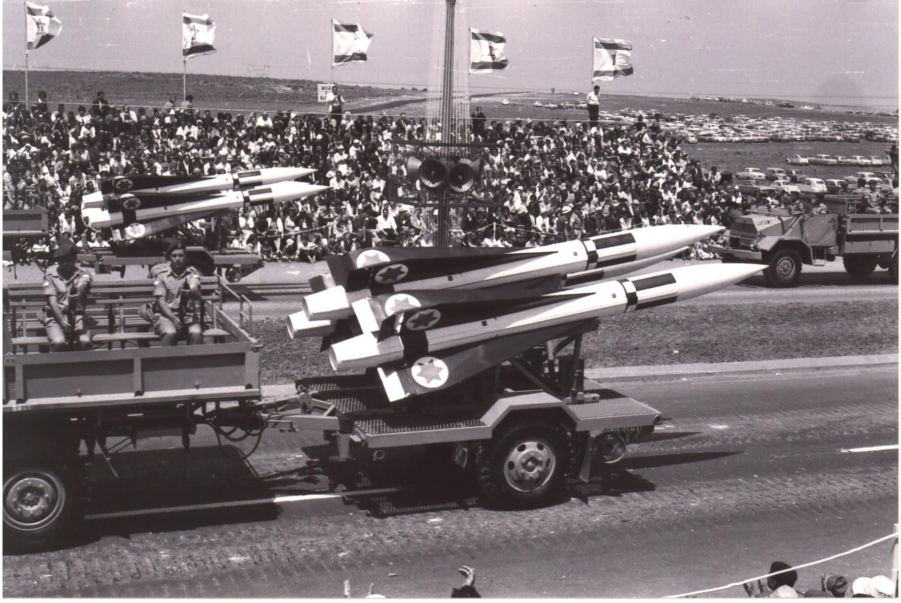 """טילי הוק מוצגים במצעד צה""""ל בתל אביב, 1965 (צילום: אברהם אמיר, ויקיפדיה)"""