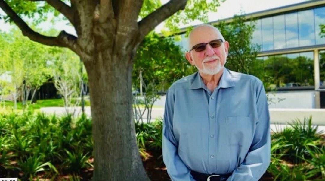 הרב שלדון צימרמן בסרטון וידאו מבית הכנסת עמנו-אל בדאלאס, שם שימש כרב בכין בין השנים 1985-1996 (צילום: צילום מסך)