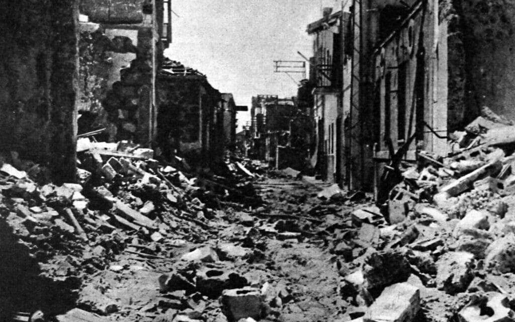 רחובות יפו הרוסים אחרי הפרעות (צילום: World History Archive / Alamy)