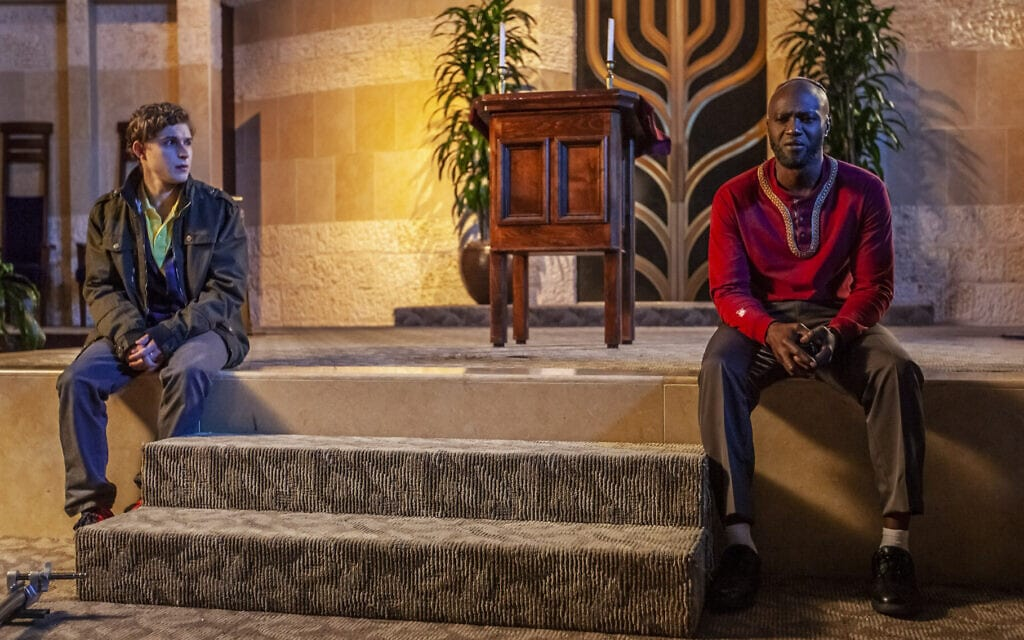 """סמי רוטיבי כנייט וג'ון ברכטולד כאייזק ב""""משאלה אסורה"""" (צילום: Underdog Overkill Productions)"""