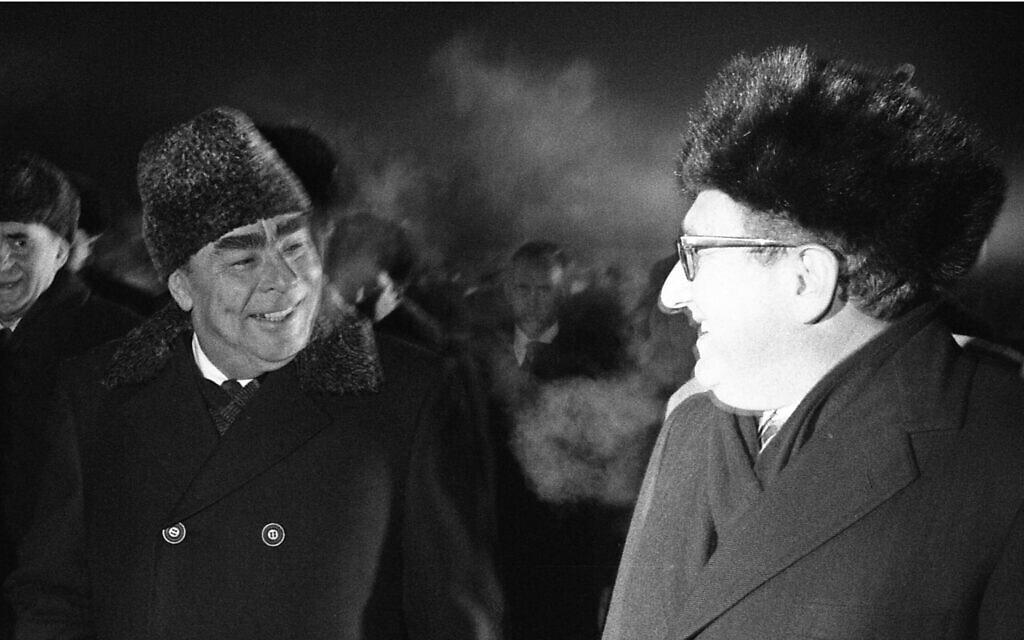 ברז'נייב (משמאל) וקיסינג'ר