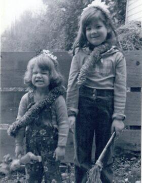 רונית פלנק (מימין) ואחותה נאוה בסיאטל, 1978 (צילום: באדיבות רונית פלנק)