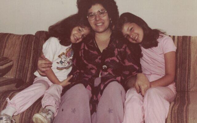 רונית פלנק (מימין), אחותה נאוה ואמן בניו יורק (צילום: באדיבות רונית פלנק)
