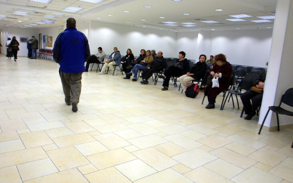 לשכת שירות התעסוקה בירושלים. למצולמים אין קשר לנאמר בכתבה (צילום: פלאש90)