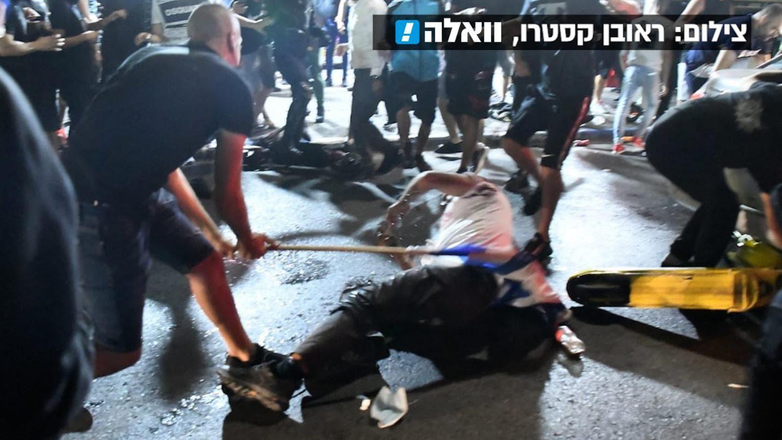 הלינץ' שבוצע בערבי ברחובות בת ים, 12 במאי 2021 (צילום: ראובן קסטרו, באדיבות וואלה!)
