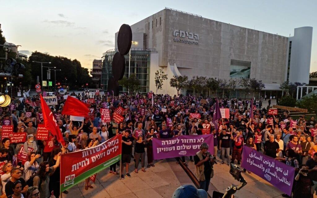 """הפגנת המחאה המשותפת בת""""א של יהודים וערבים, 15.5.2021 (צילום: עומדים ביחד)"""
