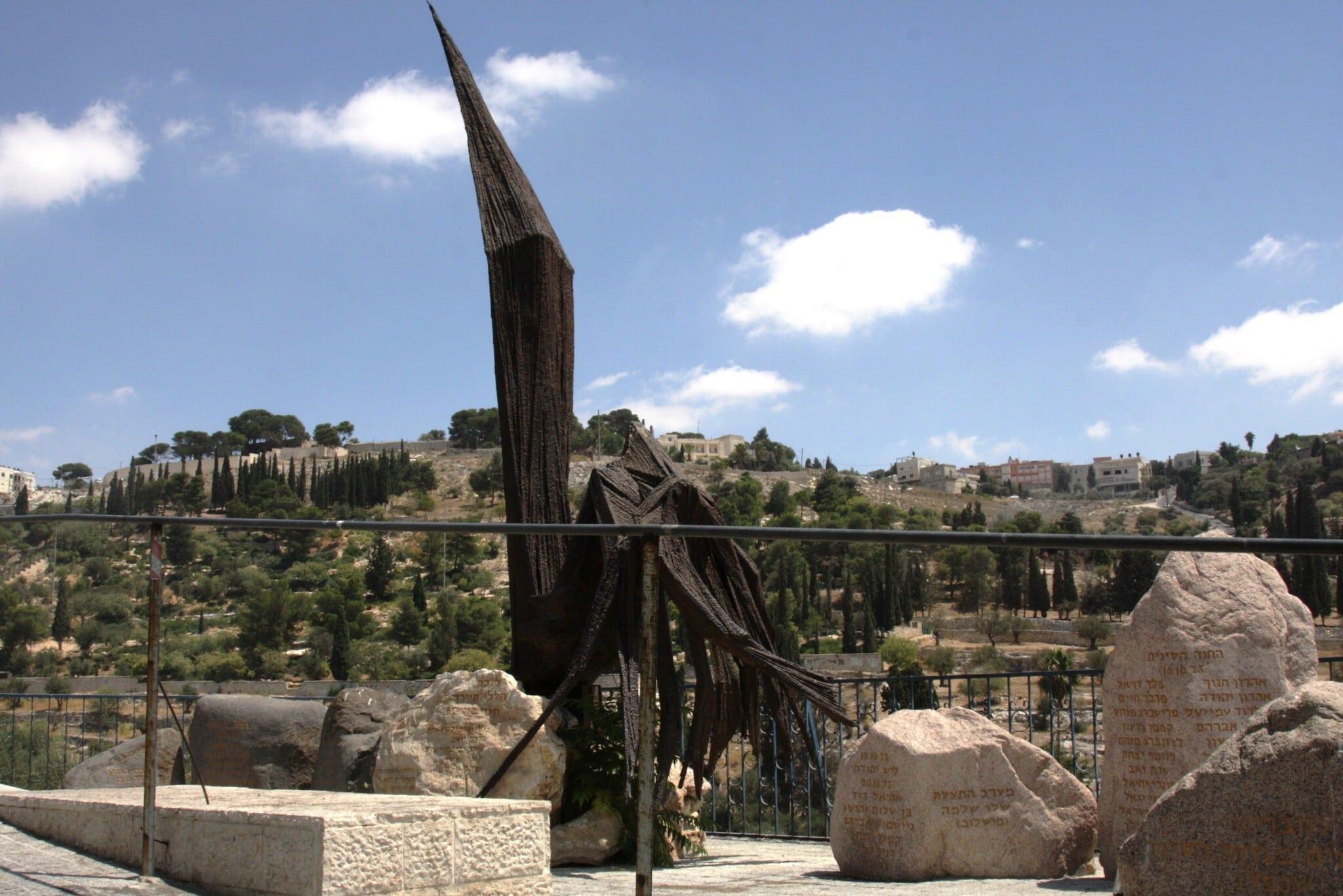 אנדרטת העיט לזכר החיילים שנפלו במלחמת ששת הימים, ליד שער האריות בסמוך לעיר העתיקה (צילום: שמואל בר-עם)