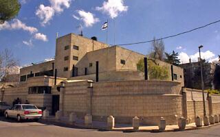 """מעון ראש הממשלה בשנת 2000, ברחובות סמולנסקין פינת בלפור בירושלים (צילום: יעקב סער/לע""""מ)"""