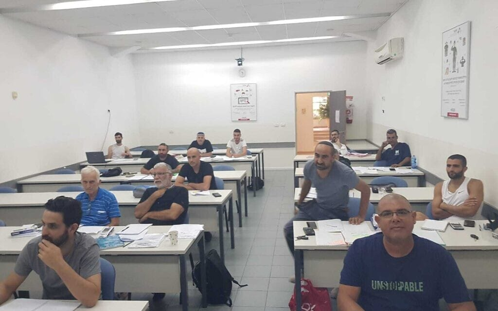 קורס טכנאים מוסמכים באתגר מכללה להנדסה וטכנולוגיה (צילום: מכללת אתגר)