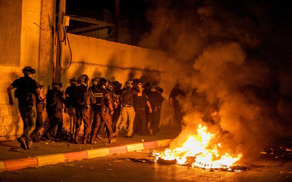 המשטרה מתעמתת עם מפגינים ערבים-ישראלים ברמלה, 10.5.2021 (צילום: יוסי אלוני, פלאש 90)