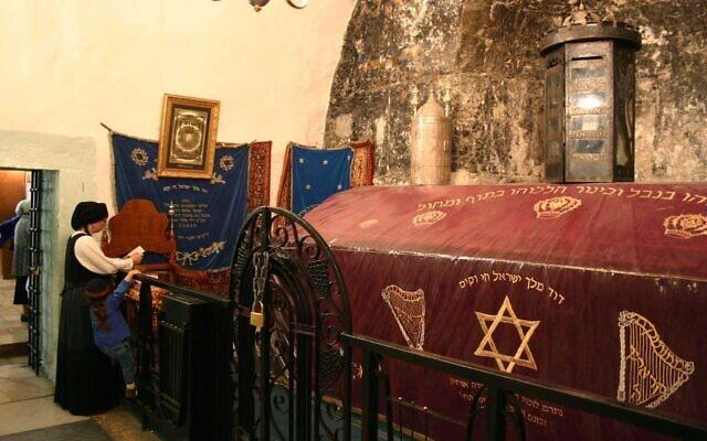האתר שיש המאמינים שהוא קבר דוד המלך (צילום: שמואל בר-עם)