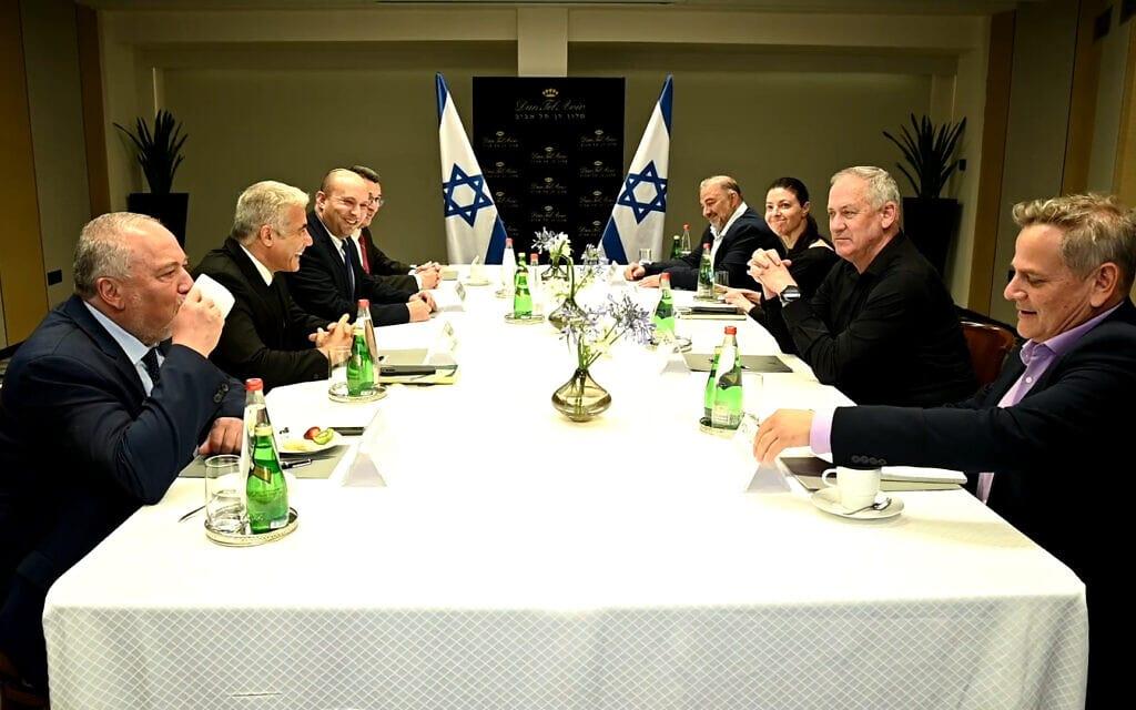מפגש ראשי הסיעות של קואליציית השינוי במלון דיפלומט בתל אביב, 6 ביוני 2021 (צילום: רענן כהן)