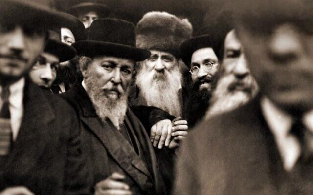 """האדמו""""ר מבעלז וחסידיו במריאנבד, 1920 (צילום: רשות הציבור)"""