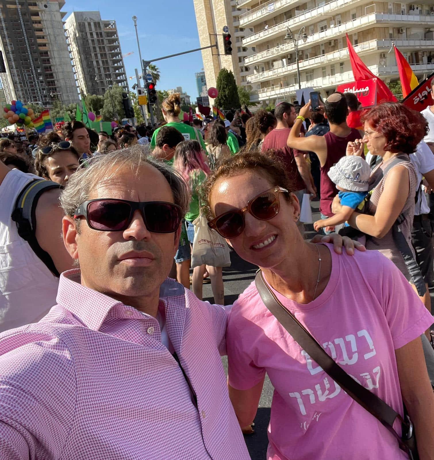 דניאל גולדמן ואשתו במצעד הגאווה בירושלים (צילום: באדיבות המצולמים)