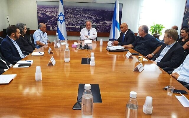 אביגדור ליברמן בישיבה הראשונה במשרד האוצר (14.6.2021) (צילום: דוברות משרד האוצר)