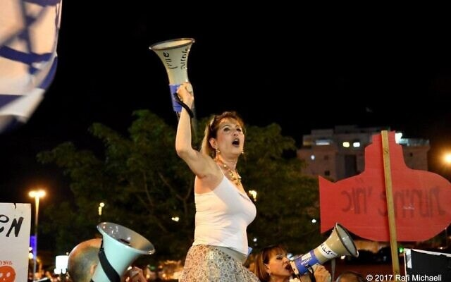 סיגלית קסלר במחאת כיכר גורן בפתח תקווה (צילום: רפי מיכאלי)