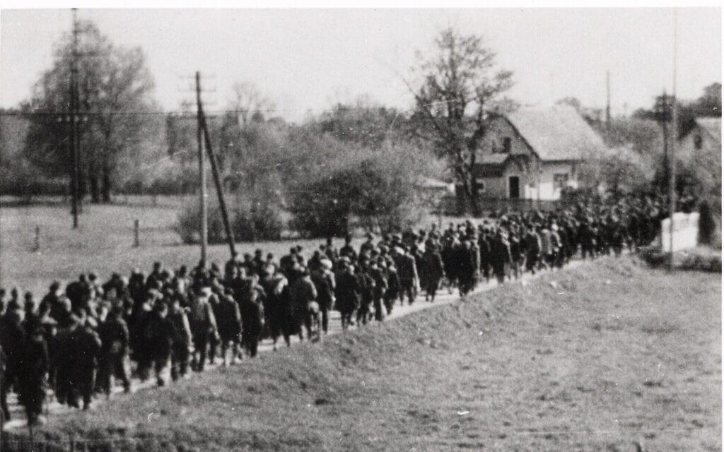 צילום לא מתוארך של צעדת מוות שהובילו נאצים (צילום: באדיבות מוזיאון ארצות הברית לזכר השואה)