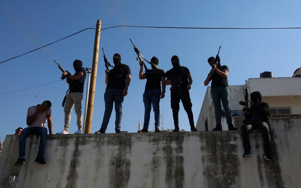 פלסטינים חמושים בג'נין. אילוסטרציה (צילום: AP Photo/Majdi Mohammed)
