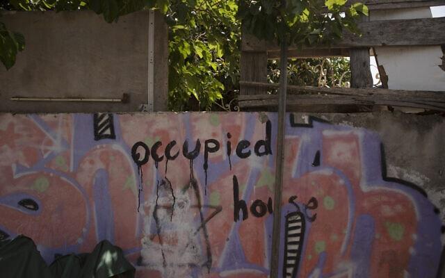 בית בשכונת שייח' ג'ראח שהתיישבו בו יהודים (צילום: AP Photo/Maya Alleruzzo)