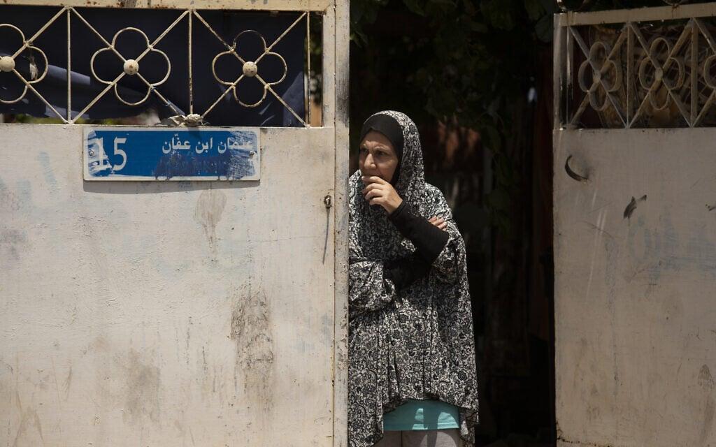 תושבת שכונת שייח' ג'ראח, 11 במאי 2021 (צילום: AP Photo/Maya Alleruzzo)