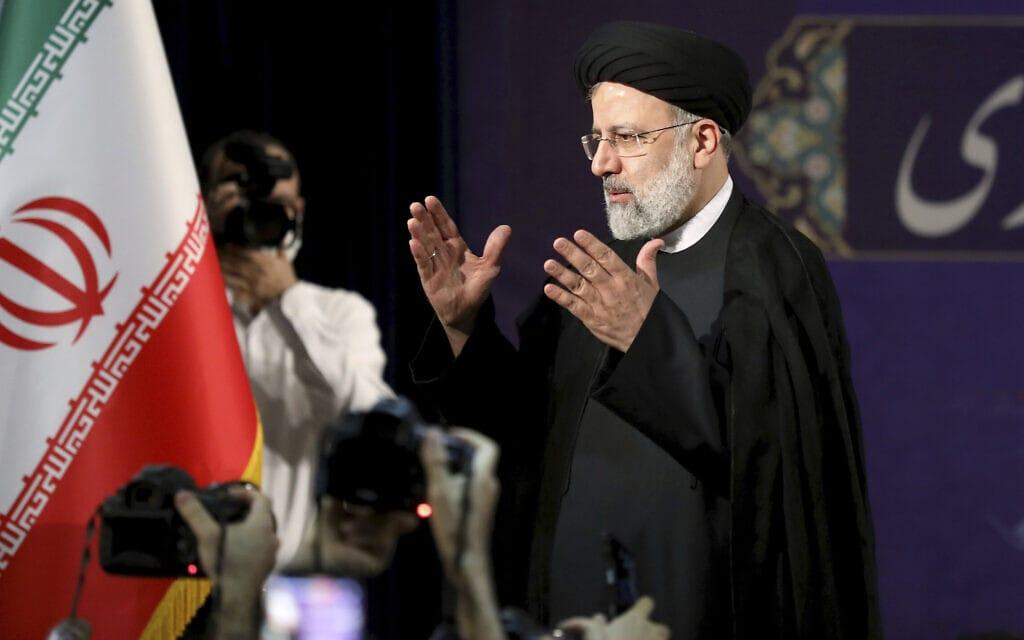 המועמד לנשיאות איראן איברהים ראיסי במסיבת עיתונאים ב-15 במאי 2021 (צילום: AP Photo/Ebrahim Noroozi)