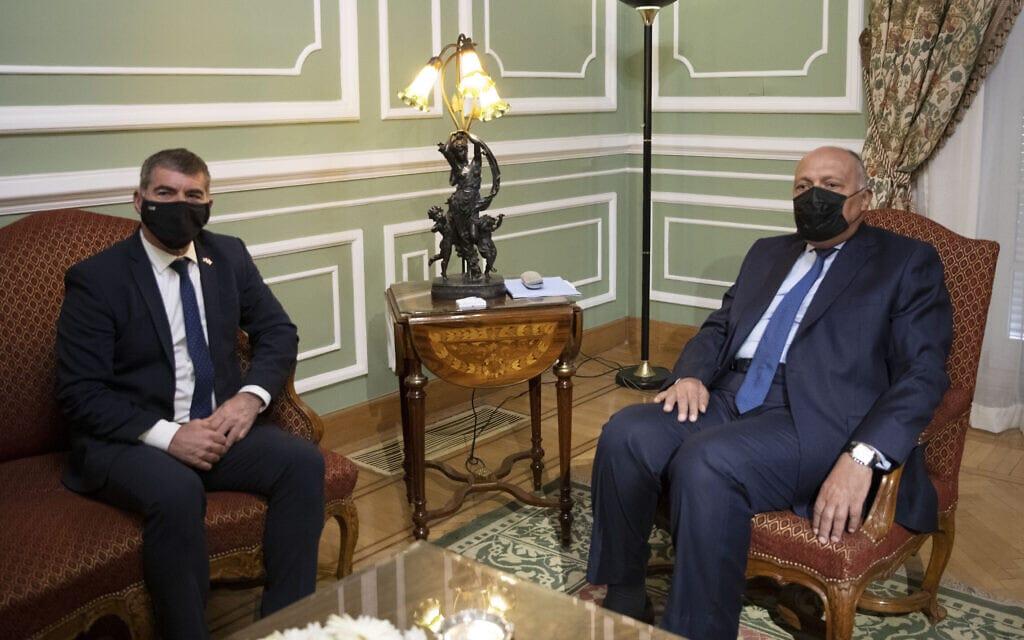 גבי אשכנזי בפגישה עם שר החוץ המצרי סאמח שוכרי בקהיר, 30 במאי 2021 (צילום: AP Photo/Nariman El-Mofty)
