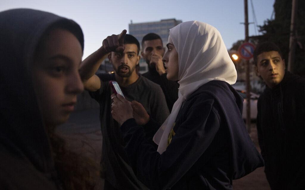 מונא אל-כורד בשכונת שייח' ג'ראח, 24 במאי 2021 (צילום: AP Photo/Maya Alleruzzo)