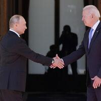 """נשיא ארה""""ב ג'ו ביידן ונשיא רוסיה ולדימיר פוטין, 16 ביוני 2021 (צילום: אי־פי)"""