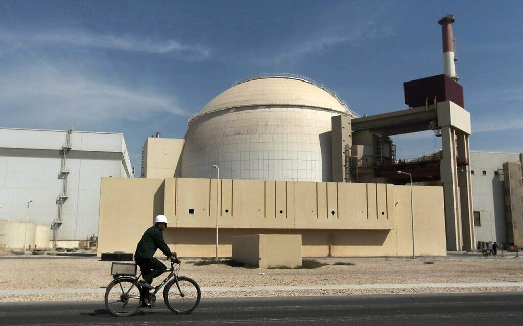 הכור הגרעיני בבושהאר, איראן, ב-2010 (צילום: AP Photo/Mehr News Agency, Majid Asgaripour)