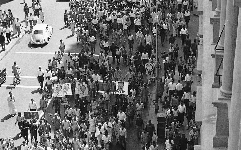 הפגנות ברחובות קהיר במהלך מלחמת ששת הימים, ב-10 ביוני1967 (צילום: AP Photo)