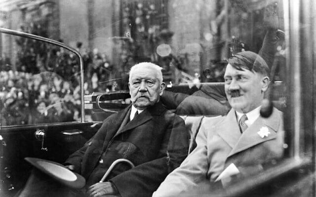 אדולף היטלר והנשיא פאול פון הינדנבורג, 1933 (צילום: Bundesarchiv bild/via Wikimedia Commons)