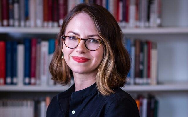 """ד""""ר כריסטין שמידט, משנה למנהל וראש מחלקת המחקר בספריית וינר לחקר התקופה הנאצית והשואה (צילום: Toby Simpson / Adam Soller)"""