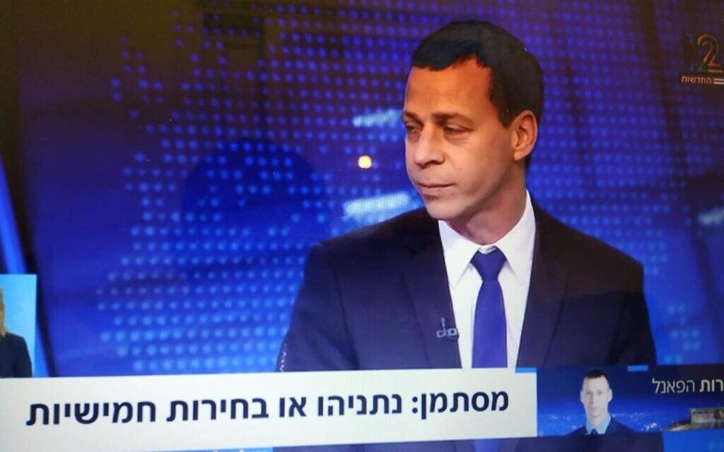 """עמית סגל מפרשן את סיכויי ממשלת השינוי, צילום מסך של """"קומי ישראל"""" מחדשות 12"""