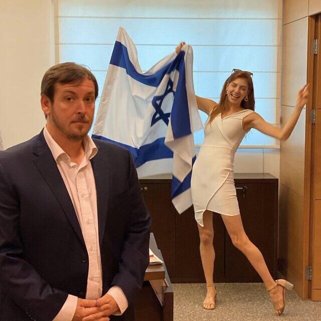 מאיה ורטהיימר חוגגת כשאסף זמיר מונה לשר התיירות במאי 2020. אפשר רק לדמיין איך היא הגיבה כשמונה לקונסול ישראל בניו יורק (צילום: חשבון האינסטגרם של מאיה ורטהיימר)