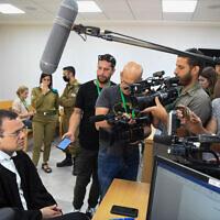 פרקליט משפחתו של קצין המודיעין, שמת בתאו בכלא, בבית הדין הצבאי בתל אביב, 7 ביוני 2021 (צילום: פלאש 90)