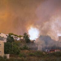 שריפה בנווה אילן, 9 ביוני 2021 (צילום: Yonatan Sindel/Flash90)