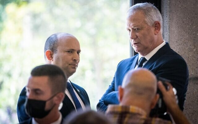 שר הביטחון בני גנץ וראש הממשלה נפתלי בנט בבית הנשיא, 14 ביוני 2021 (צילום: יונתן זינדל/פלאש90)