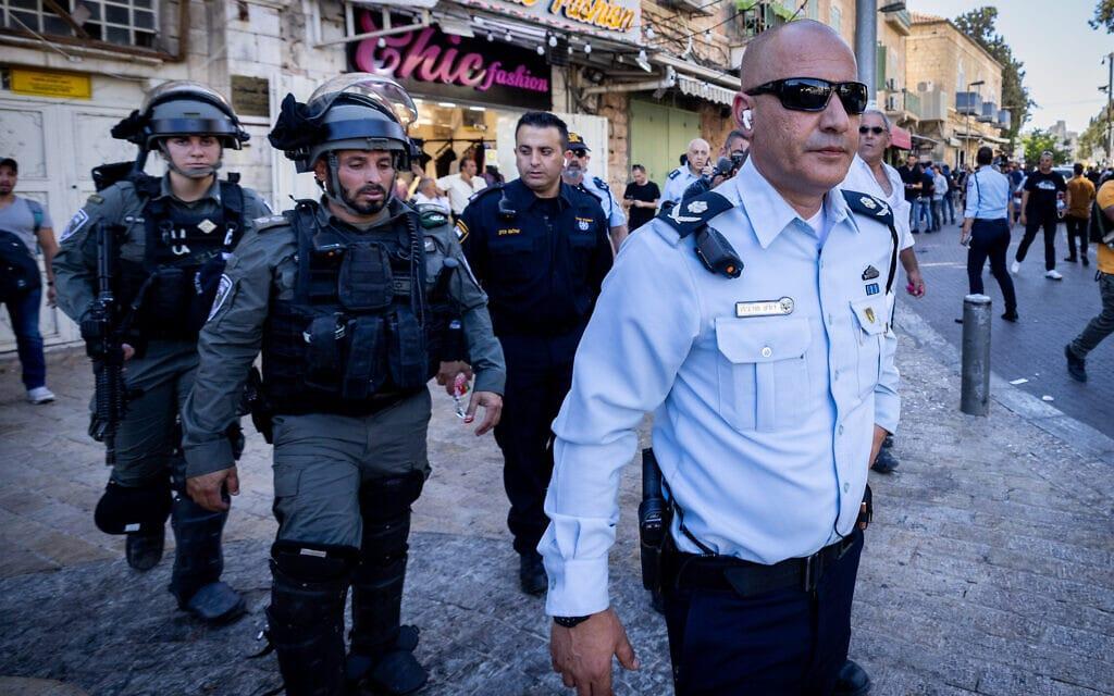 מפקד מחוז ירושלים ניצב דורון תורג'מן במהלך מצעד הדגלים בעיר העתיקה בירושלים, 15 ביוני 2021 (צילום: נתי שוחט/פלאש90)