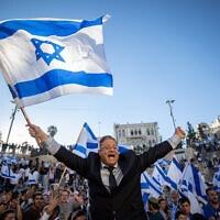 איתמר בן-גביר וחוגגי מצעד הדגלים בירושלים, 15 ביוני 2021 (צילום: יונתן זינדל/פלאש90)