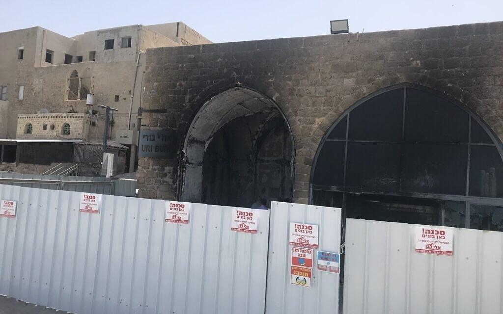 מסעדת אורי בורי שנשרפה כליל, כחודש אחרי הארוע (צילום: אמיר בן-דוד)