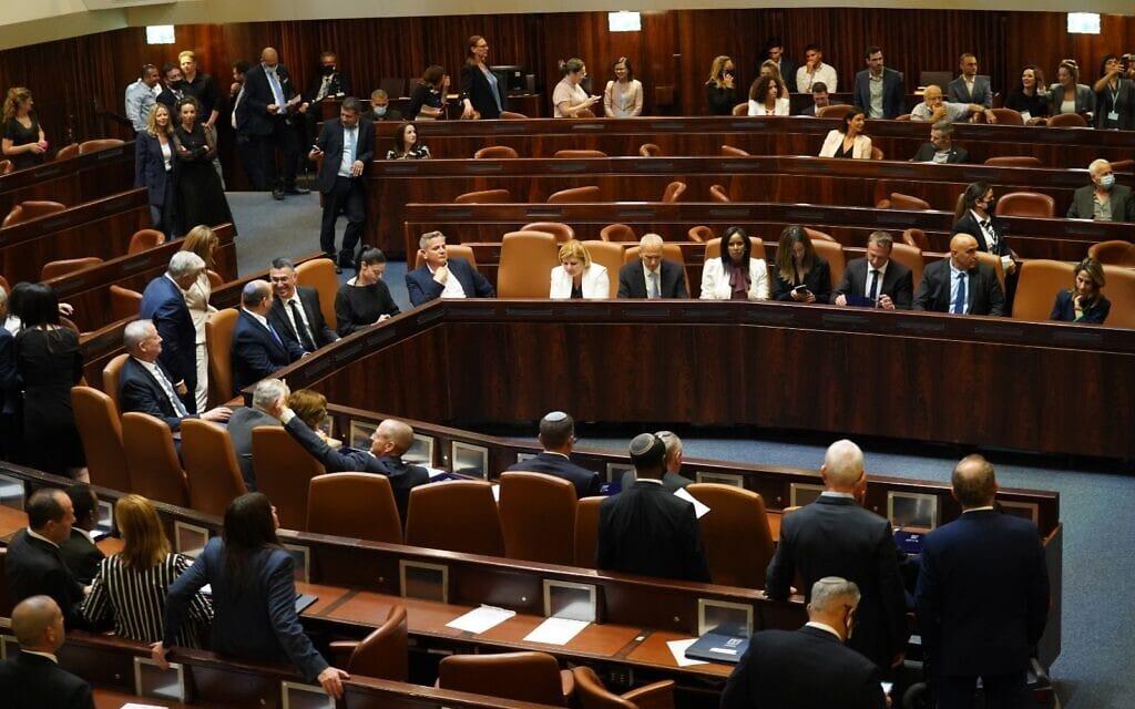 שרי הממשלה ה-36 מתמקמים לאחר השבעתם, 13 ביוני 2021 (צילום: דוברות הכנסת / דני שם טוב)