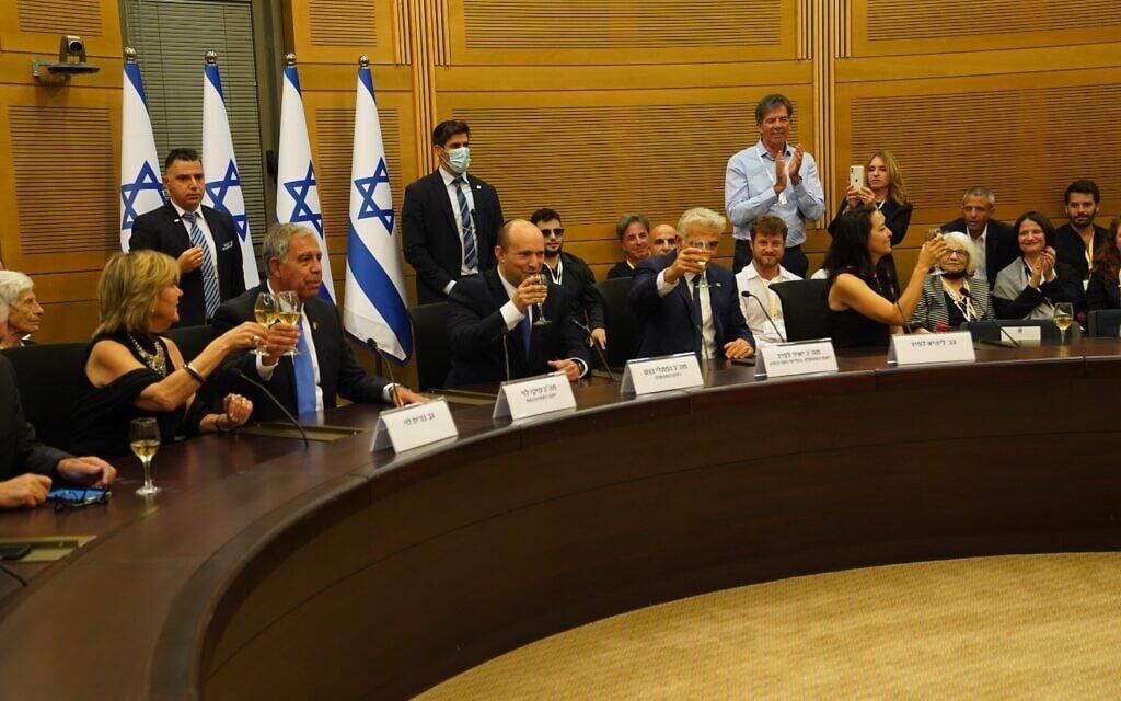 הממשלה ה-36 מתכנסת לישיבה ראשונה באולם נגב בכנסת, 13 ביוני 2021 (צילום: דוברות הכנסת / דני שם טוב)