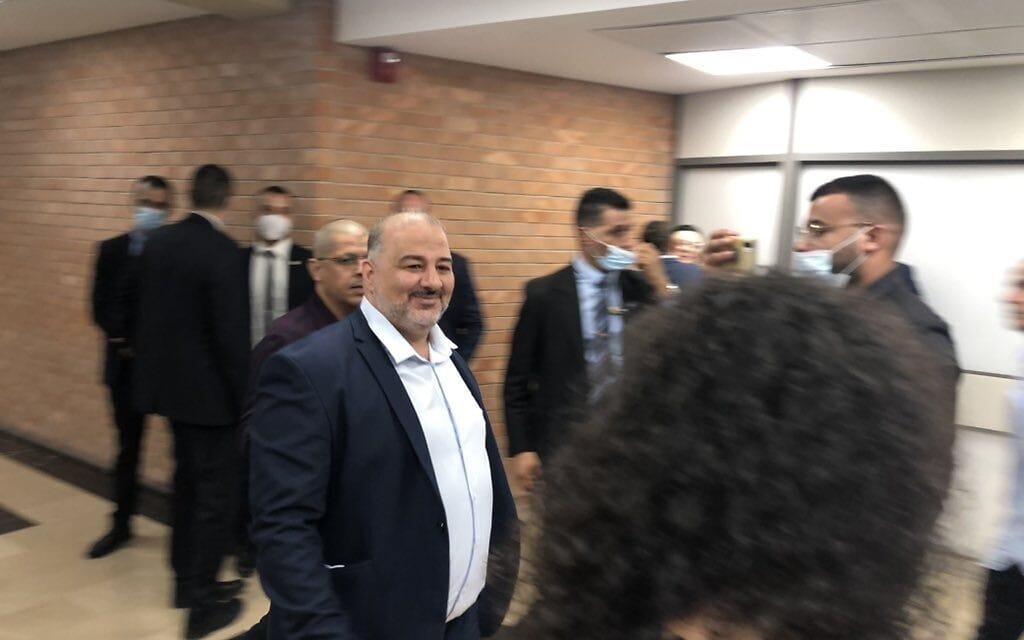מנצור עבאס מגיע להשבעת הממשלה (צילום: טל שניידר)