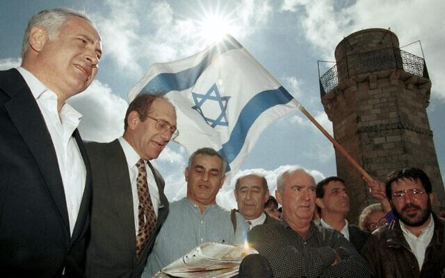 יגאל עמדי עם נתניהו, אולמרט וצמרת הליכוד (צילום: נתי שוחט, פלאש 90)