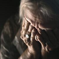התעללות בקשישים, אילוסטרציה (צילום: iStock / Hartmut Kosig)