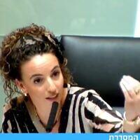 """יו""""ר הקואליציה ויו""""ר הועדה המסדרת עידית סילמן עונה לח""""כ פורוש, צילום מסך מערוץ הכנסת"""
