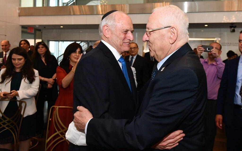 """הנשיא ראובן ריבלין וראש ועידת הנשיאים של הארגונים היהודיים בארה""""ב, מלקולם הונליין, בארוע הפרידה מריבלין בניו יורק, 27 ביוני 2021 (צילום: חיים צח/לע""""מ)"""