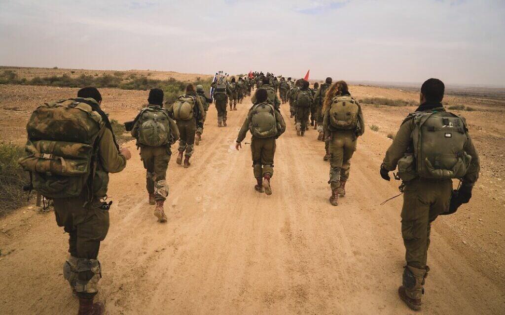 """מסע כומתה של לוחמות ולוחמי גדוד קרקל, אוגוסט 2015 (צילום: דובר צה""""ל)"""