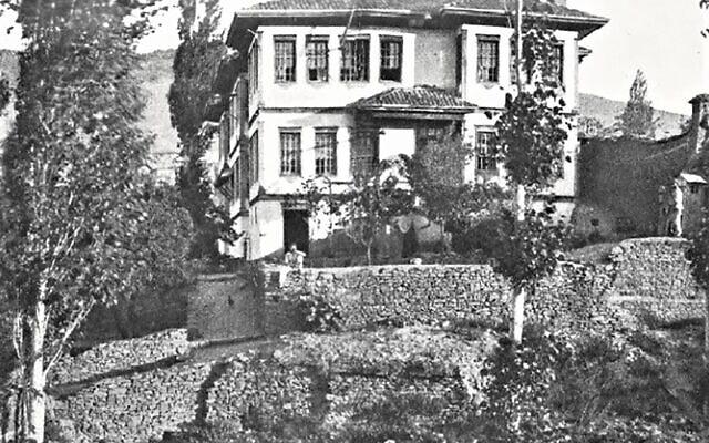 הבית ביואזגט שבו ערך אליאס הנרי ג'ונס את הסיאנסים הראשונים שלו (צילום: Sandes, 'In Kut and Captivity,' 1919)